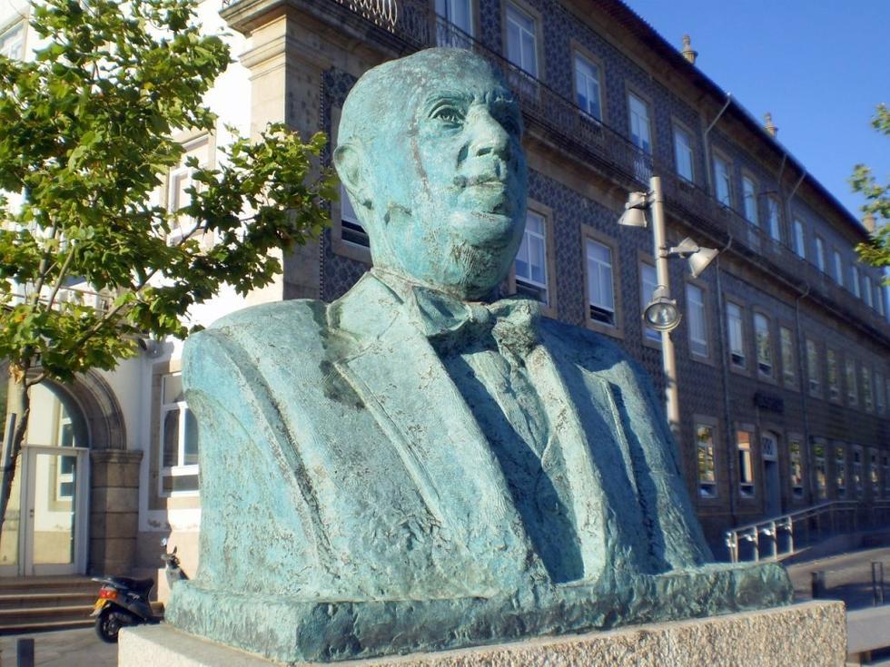 monumento-a-corino-andrade_1641241 (1)